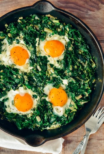 Fried eggs with spinach image