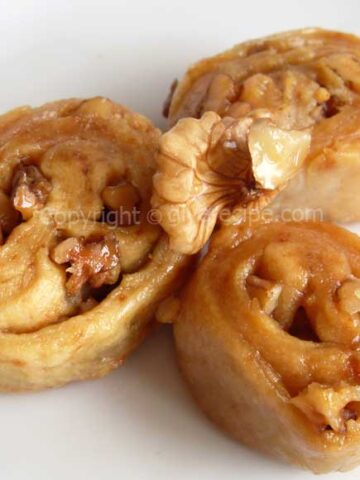 Walnut Rolls | giverecipe.com