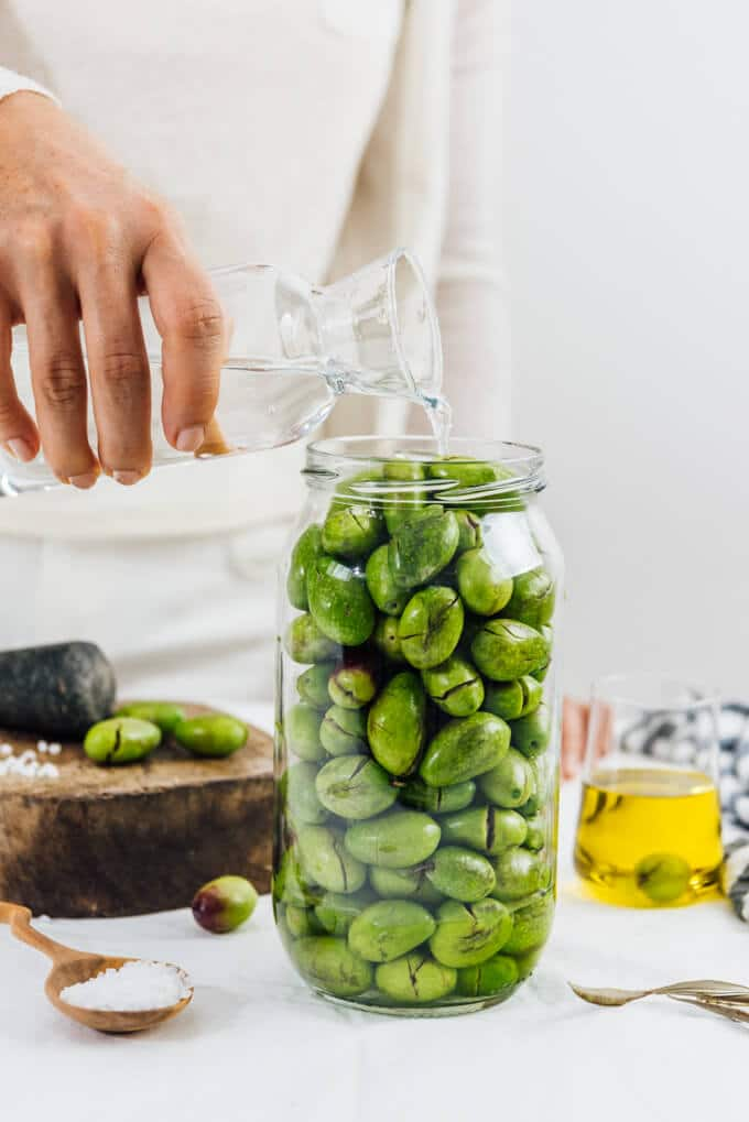 Curing green olives in a jar with water