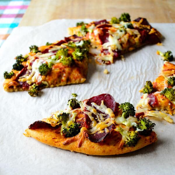 whole wheat #pizza with #broccoli