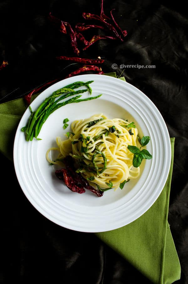 Asparagus Pasta with Sun-Dried Chili | #asparagus #pasta #spaghetti #chili | giverecipe.com