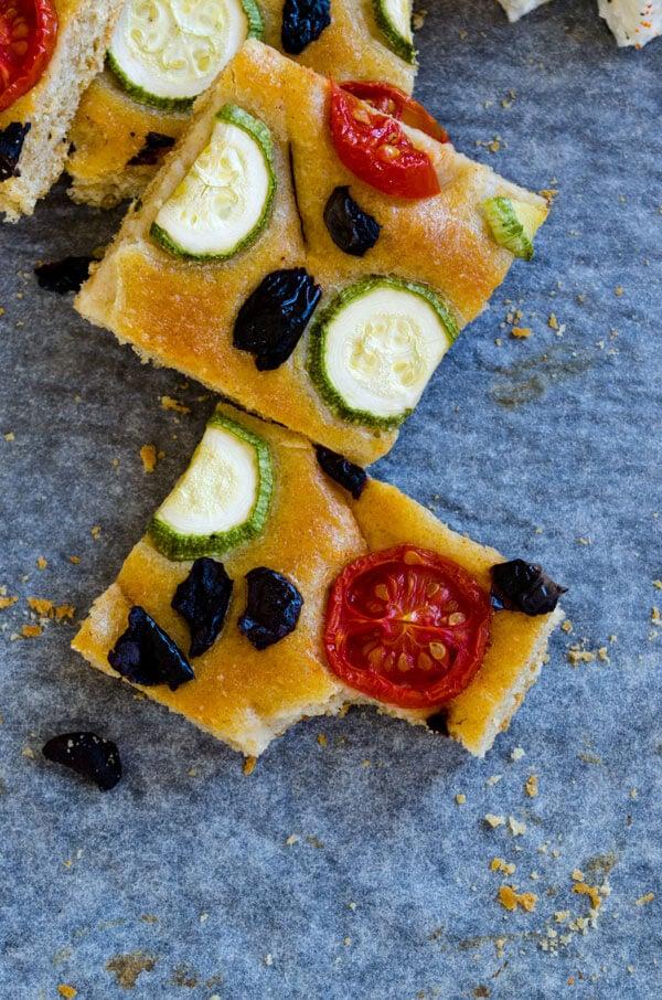Zucchini and Tomato Focaccia Bread | #zucchini #bread #focaccia #baking #wholewheat | giverecipe.com | @zerringunaydin