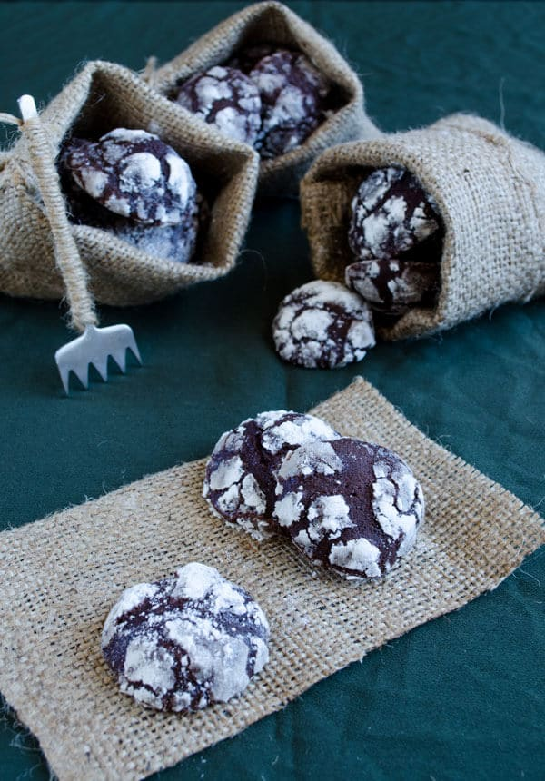 Crackle Top Brownie Cookies | giverecipe.com | #cookies #brownie #chocolate