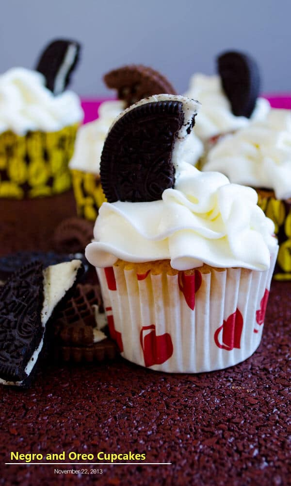 Negro and Oreo Cupcakes | giverecipe.com | #cupcakes #oreo