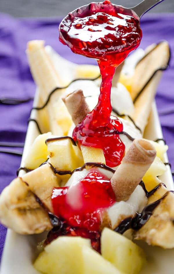 Easy and healthy banana split | giverecipe.com | #banana #dessert #bananasplit #greekyogurt