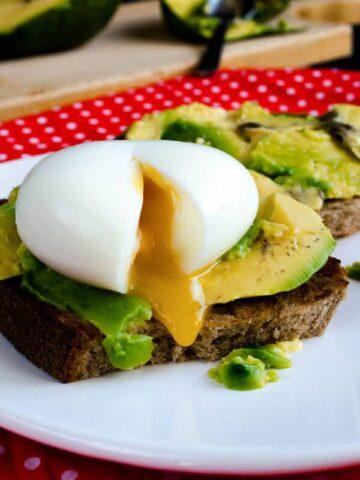 Egg and Avocado Toast | giverecipe.com | #egg #avocado #toast