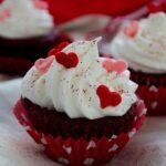 Romantic red velvet cupcakes | giverecipe.com | #valentine #cupcakes #redvelvet
