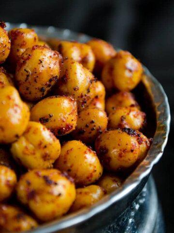 Spicy Crispy Roasted Chickpeas
