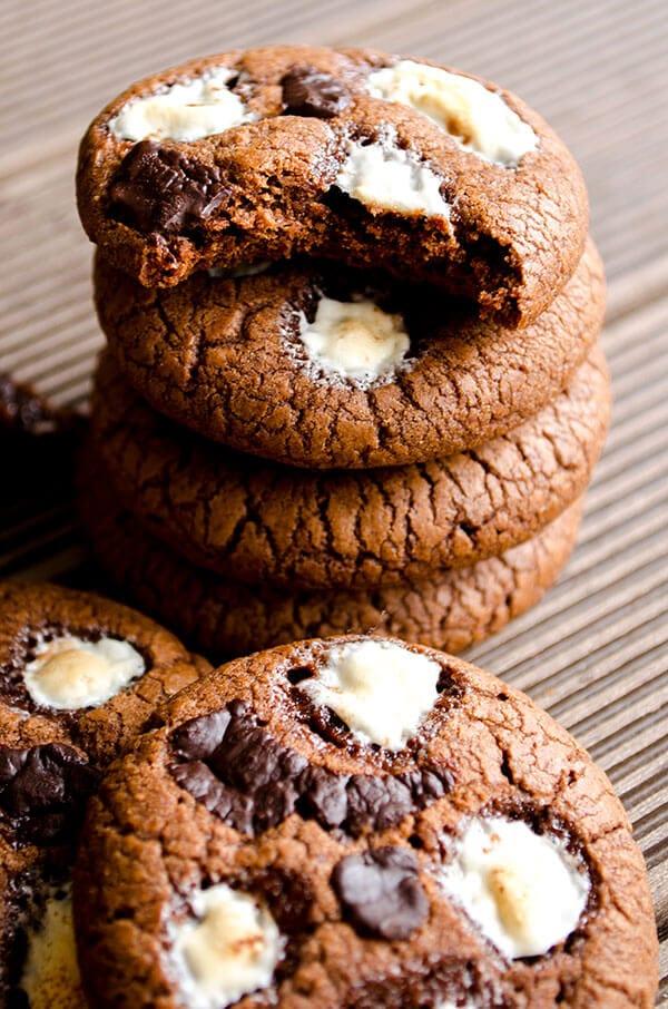 Marshmallow chocolate cookies   giverecipe.com   #cookies #chocolate #marshmallow #valentine's