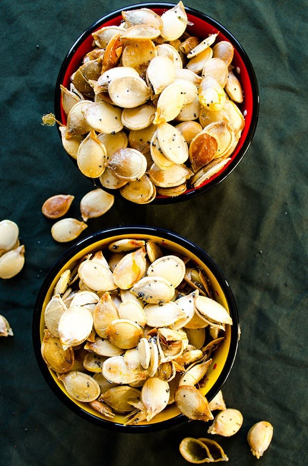 Roasted pumpkin seeds | giverecipe.com | #pumpkinseeds #snack #pumpkin #healthysnack