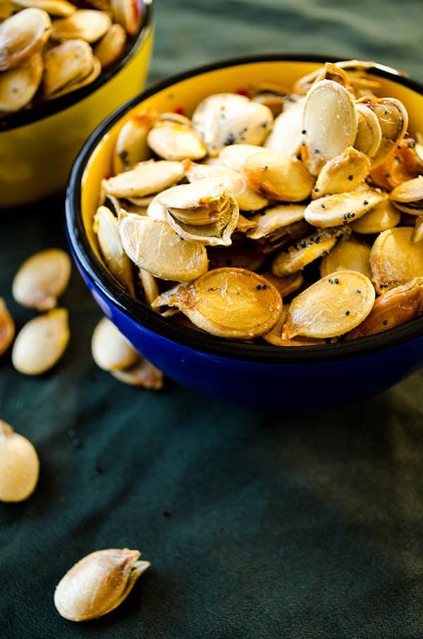 Roasted pumpkin seeds | giverecipe.com | #pumpkinseeds #snack #pumpkin #healthysnack