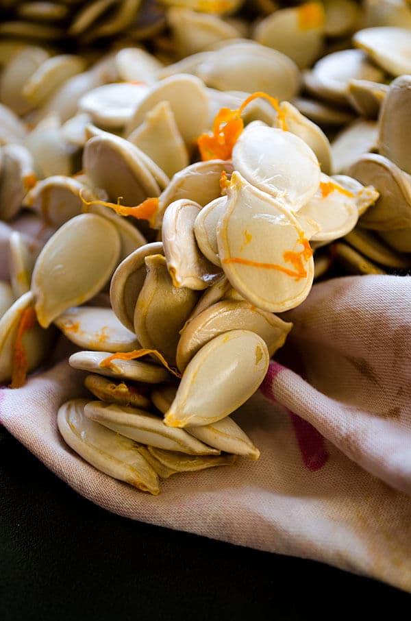 How to roast pumpkin seeds | giverecipe.com | #pumpkinseeds #snack #pumpkin #healthysnack
