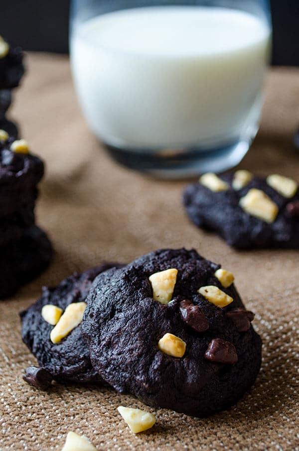 Gluten-free brownie cookies   giverecipe.com   #cookies #chocolate #glutenfree #flourless