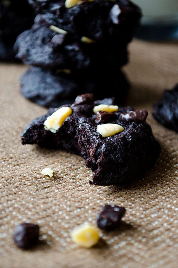 Gluten-free brownie cookies | giverecipe.com | #cookies #chocolate #glutenfree #flourless