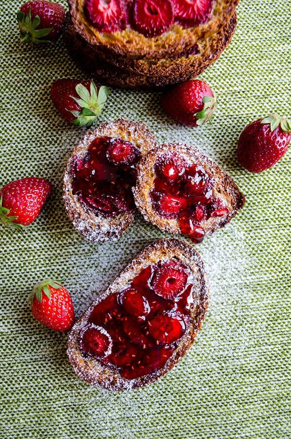 Baked Strawberry French Toast |giverecipe.com | #strawberry #frenchtoast #breakfast