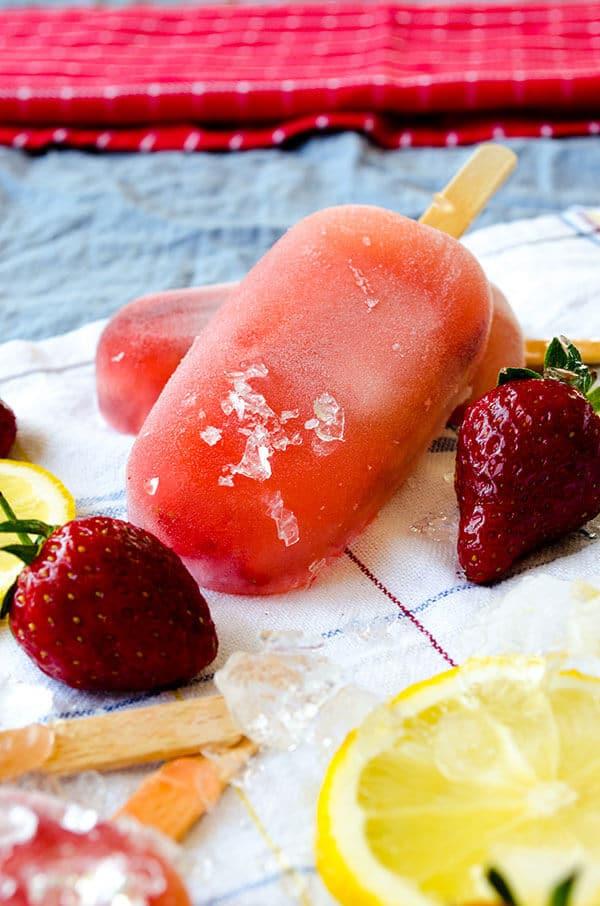 Strawberry Lemonade Popsicles   giverecipe.com   #popsicles #strawberry