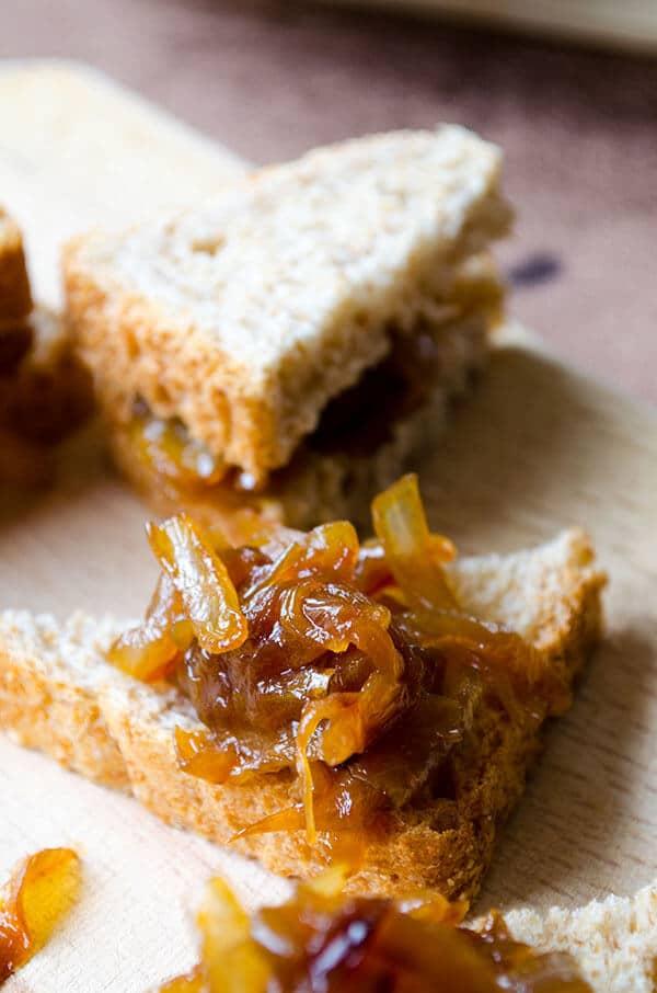 How to Caramelize Onions  | giverecipe.com | #onion #snack