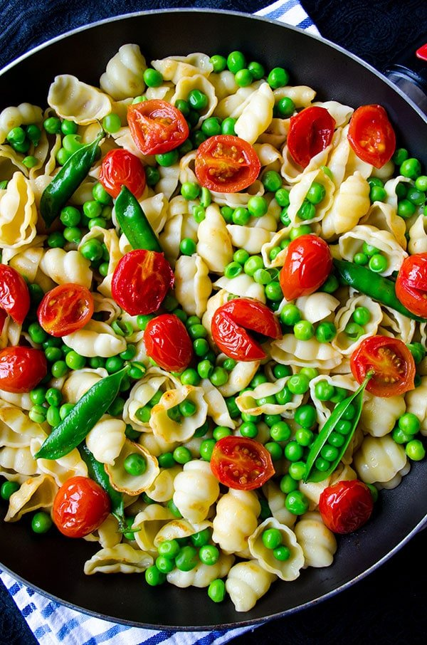 Summer Pasta with Tomatoes and Peas 3