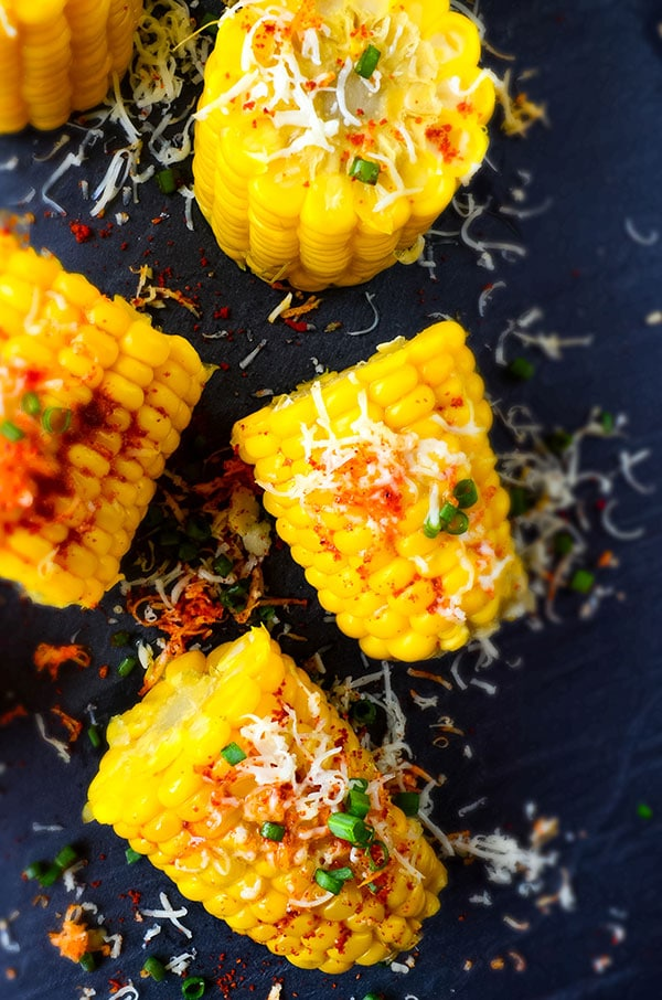 Cheesy Corn on the Cob | giverecipe.com | #corn #sweetcorn #boiledcorn #cheesycorn #cornrecipe #easycorn