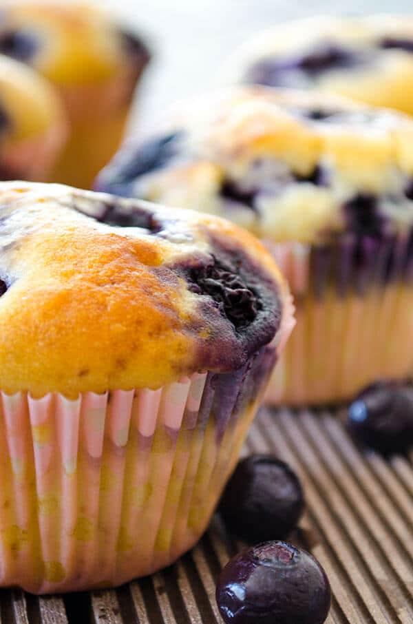 Easy Blueberry Muffins | giverecipe.com | #muffins #blueberry #blueberries #dessert #baking