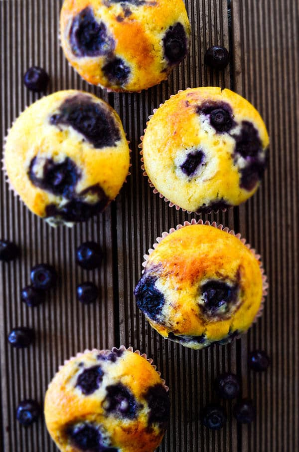 Easy Blueberry Muffins | giverecipe.com | #muffins #blueberry #blueberries #dessert #baking