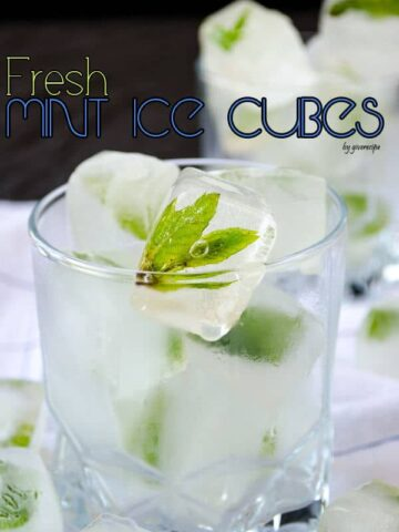 How to Make Mint Ice Cubes  giverecipe.com   #mint #ice #icecubes #summer