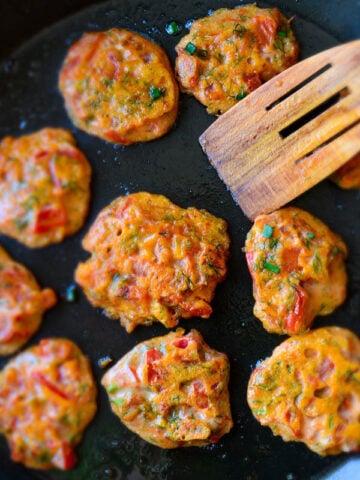 Tomato Fritters | giverecipe.com | #tomatorecipes #summerrecipes #frittersrecipe #tomatofritters