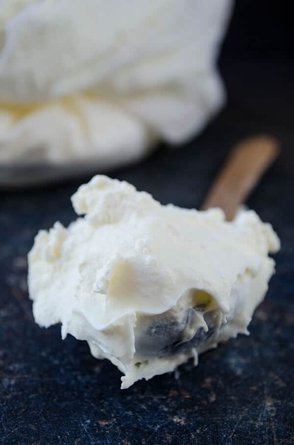 Very Thick Homemade Greek Yogurt | giverecipe.com | #yogurt #greekyogurt #homemadegreekyogurt #strainedyogurt