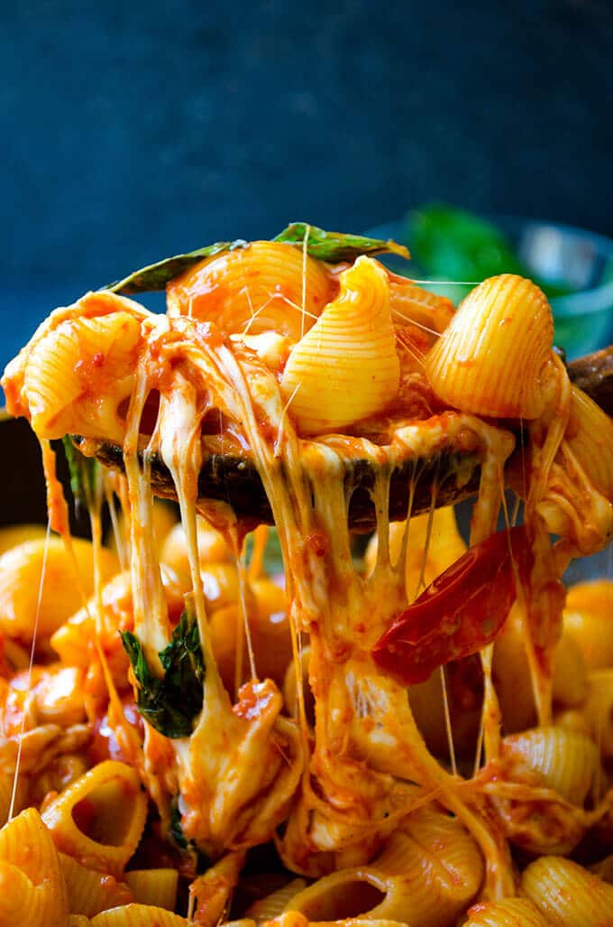 Creamy Caprese Pasta | giverecipe.com | #pasta #mozzarella #creamypasta #cheesypasta