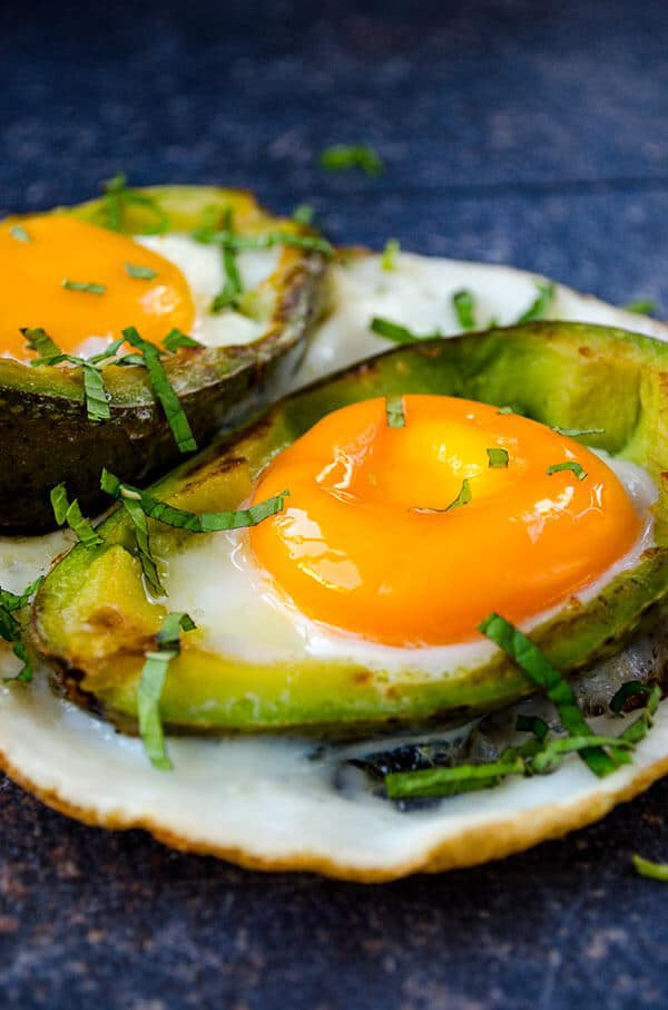 Eggs Baked in Avocado | giverecipe.com | £avocadorecipe #eggrecipes #breakfast #healthyrecipes
