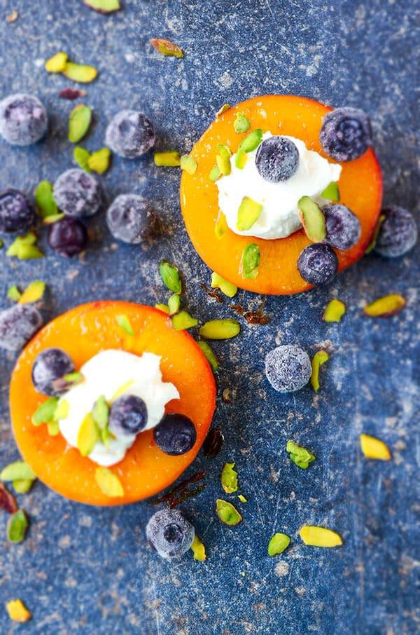 Pan Seared Peaches with Yogurt   giverecipe.com   #peachrecipes #peachdesserts #skinnydesserts #summerdesserts #pansearedpeaches