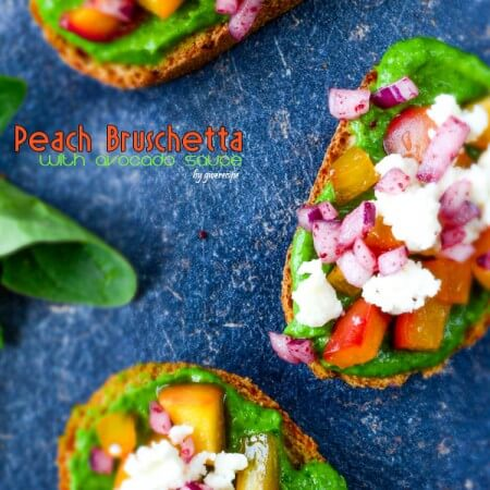 Peach Bruschetta with Avocado Sauce | giverecipe.com | #peach #avocado #bruschetta #redonion #feta #partyfood #summer #healthy