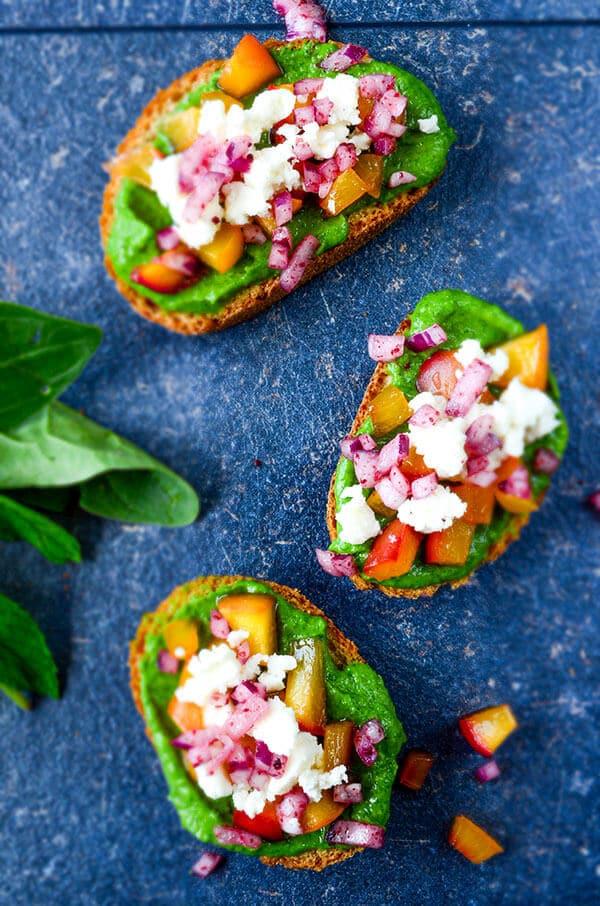 Peach Bruschetta with Avocado Sauce   giverecipe.com   #peach #avocado #bruschetta #redonion #feta #partyfood #summer #healthy