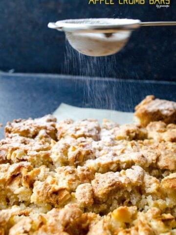 Cinnamon Apple Crumb Bars | giverecipe.com | #apple #bars #applebars #baking #fallrecipes #applecrumb