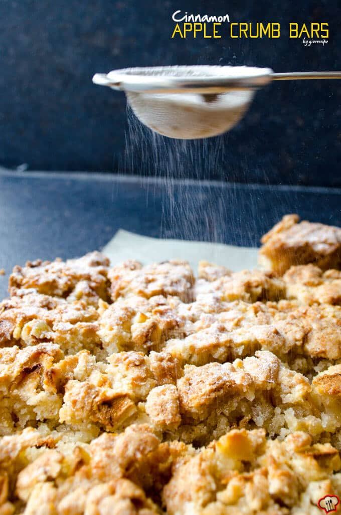 Cinnamon Apple Crumb Bars | giverecipe.com | #apple #bars #applebars #baking #fallrecipes #applecrumb