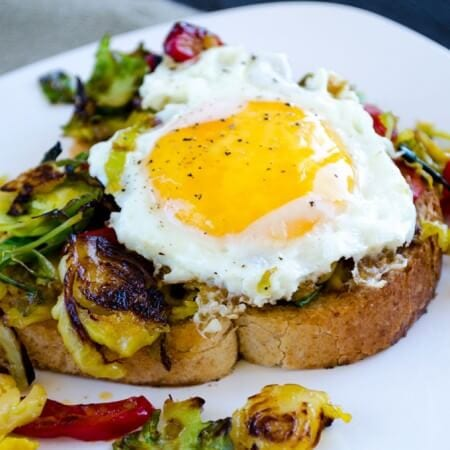 Brussels Sprouts and Egg Toast | giverecipe.com | #brusselssprouts