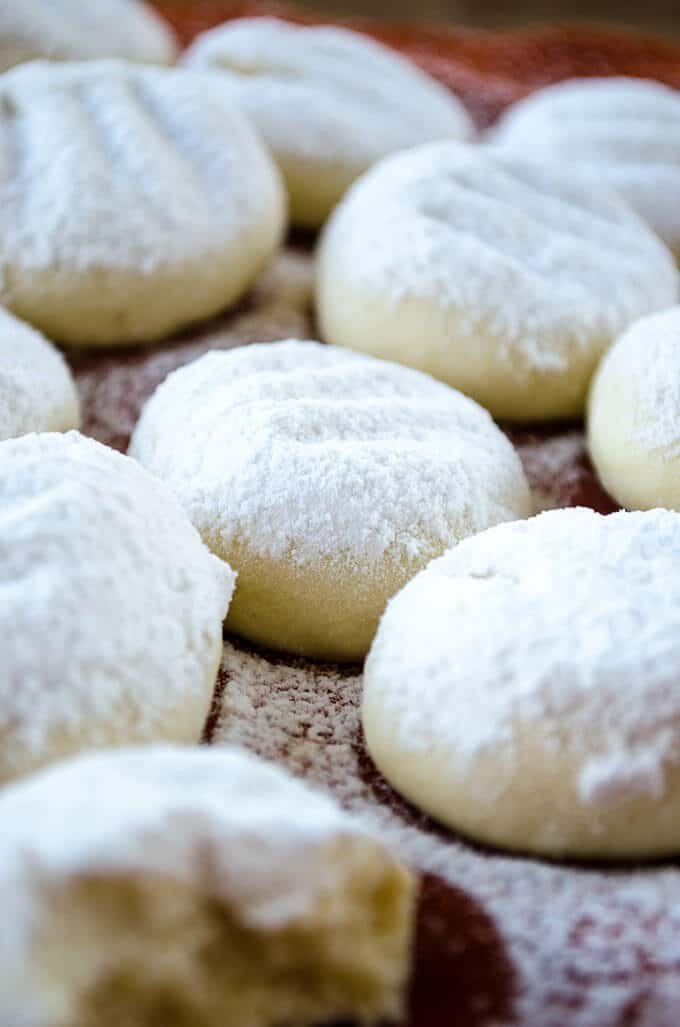 Butter cookies topped with powdered sugar.