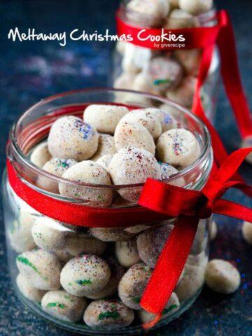 Meltaway Christmas Cookies | giverecipe.com | #christmas #cookies #meltaways