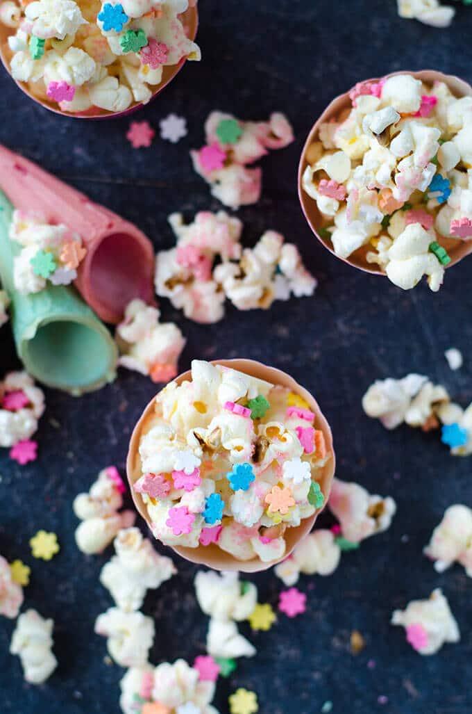 White Chocolate Popcorn | giverecipe.com | #popcorn #partyfood