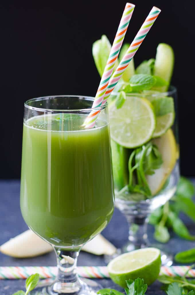 Refreshing Green Juice with no sugar or preservatives. This is a very healthy and tasty drink you can easily make at home. No juicer is needed! - giverecipe.com