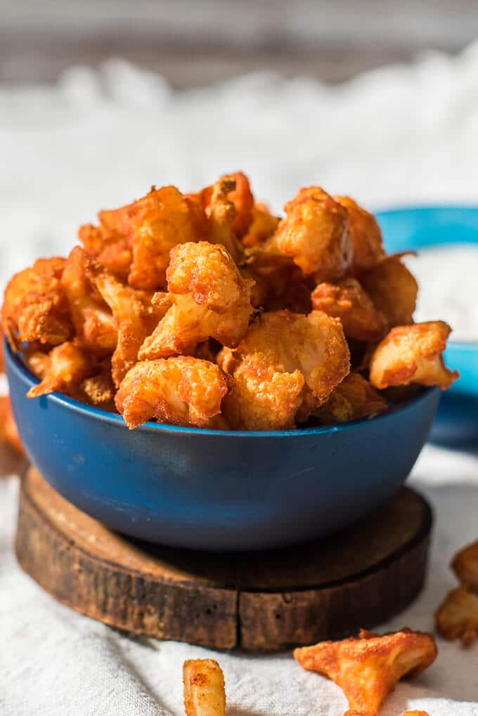 Skinny, spicy and scrumptious cauliflower wings. Perfect vegetarian alternative to hot wings. - giverecipe.com