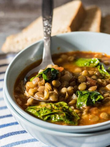 Looking for an easy yet very satisfying meatless meal for chilly days? Try this very comforting lentil and spinach soup! - giverecipe.com