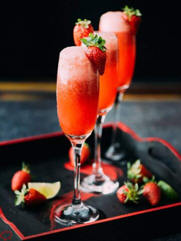 Strawberry lime champagne is a perfect cocktail with 3 ingredients only. Tasty, fancy and refreshing! Try it for your next celebration or weekend brunch.