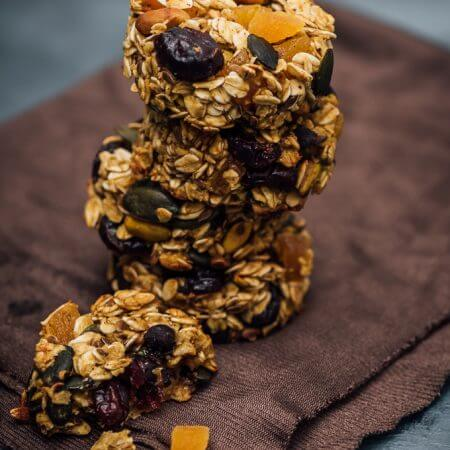 Skinny Pumpkin Breakfast Cookies recipe is simple and packed with super healthy stuff. No flour, no butter, oil or refined sugar.