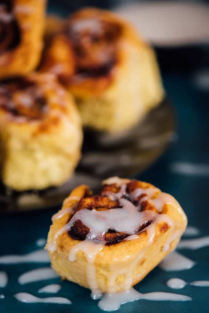 Pumpkin Cinnamon Rolls with Vanilla Glaze are perfectly fluffy and ...