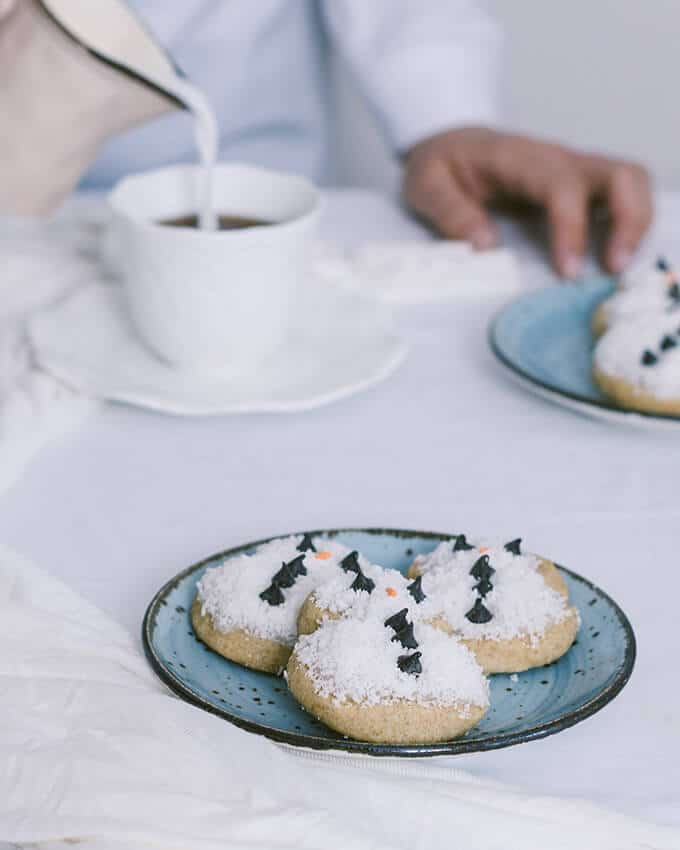 Coconut Snowmen Cookies are the cutest cookies you can make for your Christmas or New Year celebrations. Simple yet adorable both for kids and grown-ups.
