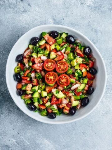 Turkish shepherd salad recipe with summer tomatoes, cucumbers and onions