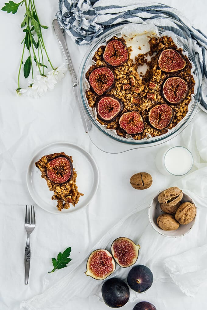 Healthy Baked Oatmeal with figs for breakfast in busy mornings.