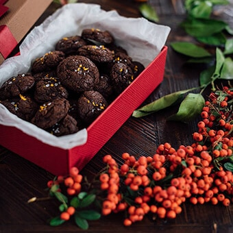 Chocolate cookies with molten chocolate and citrus flavor.