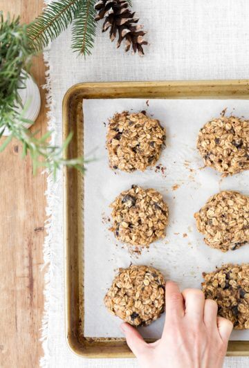 Banana oatmeal breakfast cookies are perfect for busy mornings. #sponsored